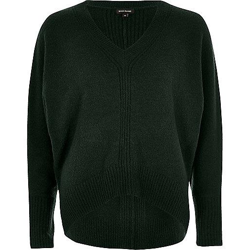 Dunkelgrüner Pullover mit Fledermausärmeln