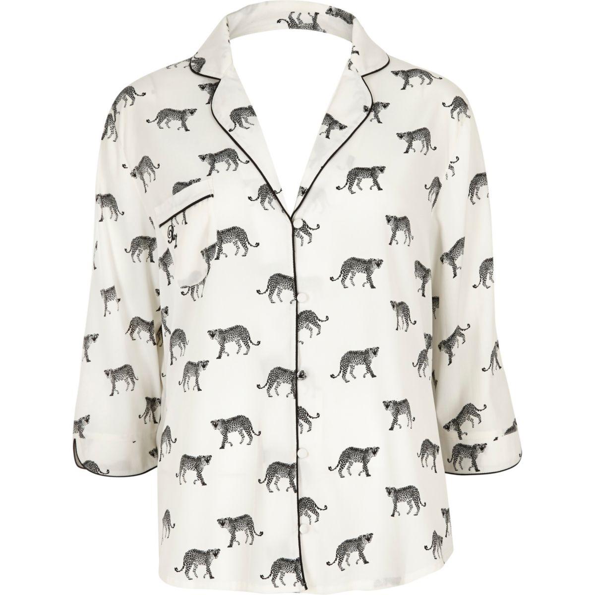 Chemise de pyjama imprimé guépard blanche