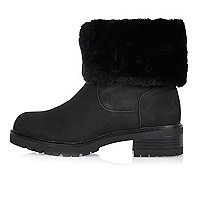 Black faux fur lined chunky boots