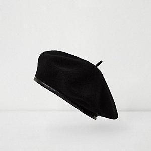 Black classic beret