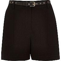 Short noir taille haute avec ceinture
