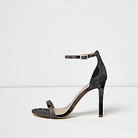Kaki minimalistische sandalen met hak en camouflageprint