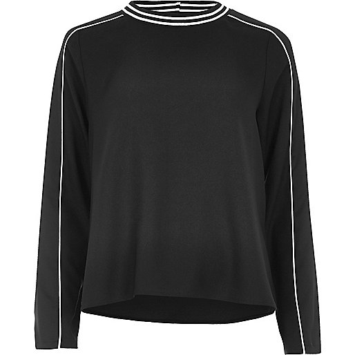 Black sporty trim top