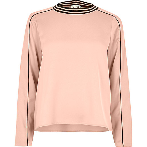 Light pink sporty trim top