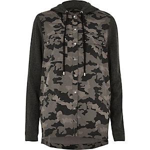 Zwart shacket met camouflageprint en capuchon
