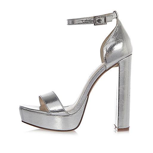 Chaussures argentées à plateforme, deux brides et talons