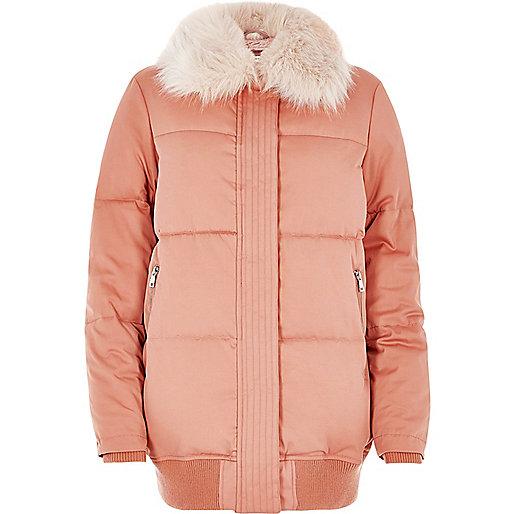 Pinker, wattierter Mantel mit Kunstfellbesatz
