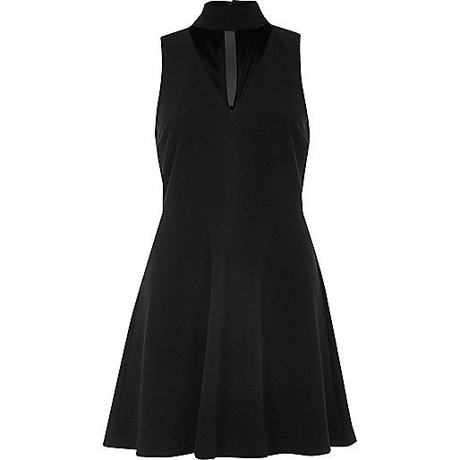 Schwarzes Skater-Kleid mit Mesh-Einsatz