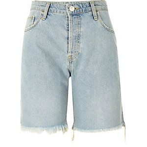 Light blue wash frayed boyfriend shorts