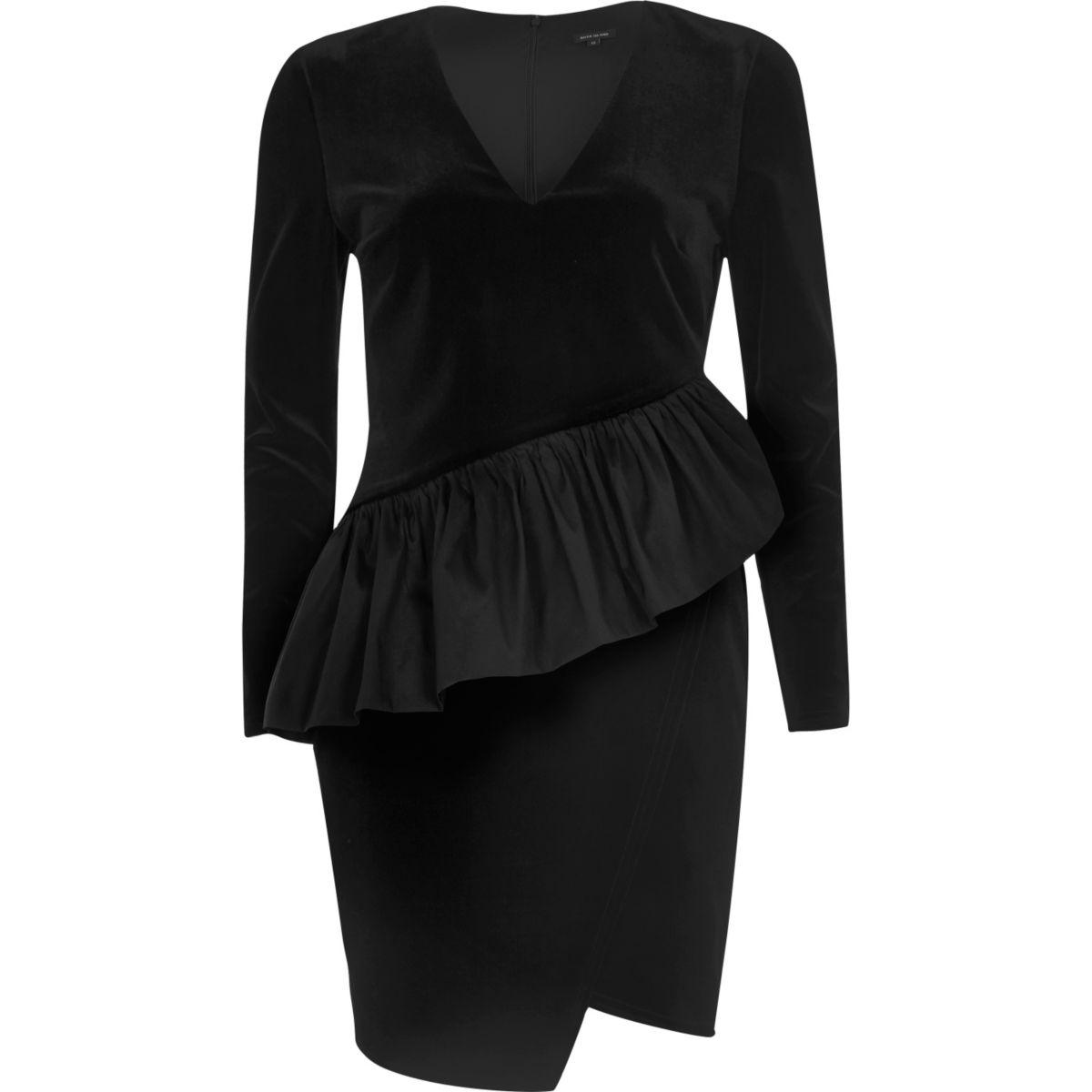Robe moulante noire aspect velours à volant style années 90