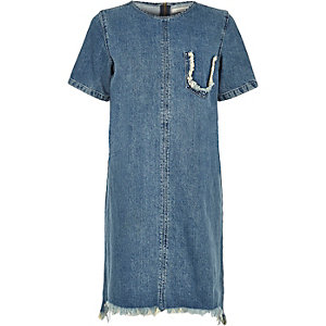 Robe t-shirt en jean bleu délavé à bords effilochés