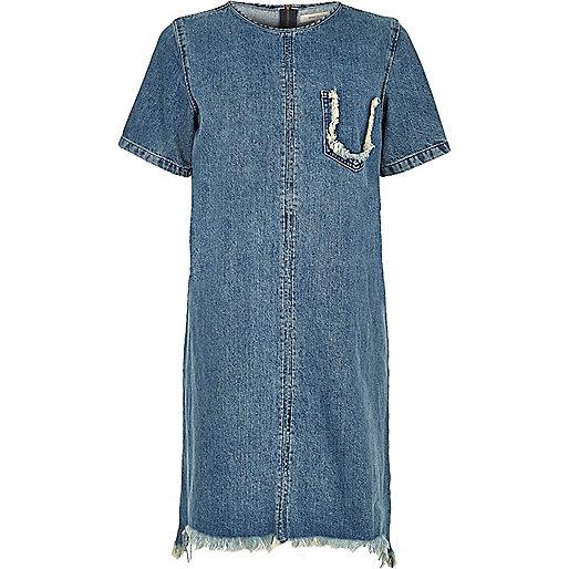 Robe t-shirt en jean bleu délavé à bords effilochés
