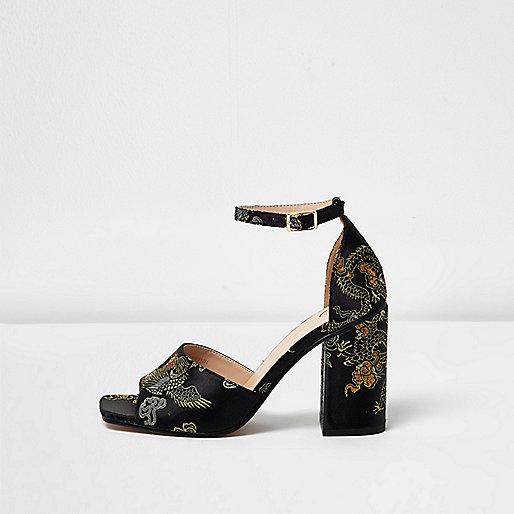 Schwarze, bestickte Sandalen mit Blockabsatz
