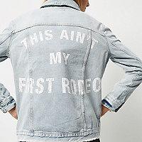 Veste en jean délavage clair avec inscription au dos