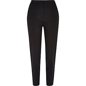 Zwarte nette smaltoelopende slim-fit broek