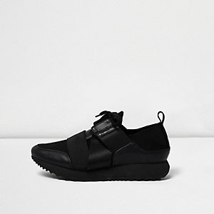 Black elastic runner trainers