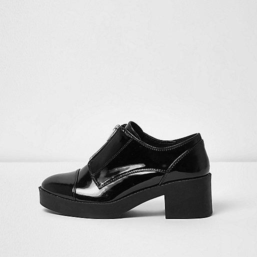 Chaussures compensées noires zippées sur le devant