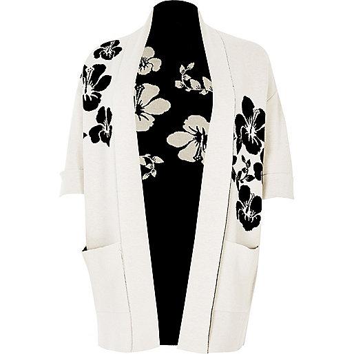 Strickjacke mit schwarz-weißem Blumenmuster