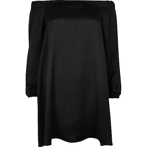 Robe trapèze noire à col bateau