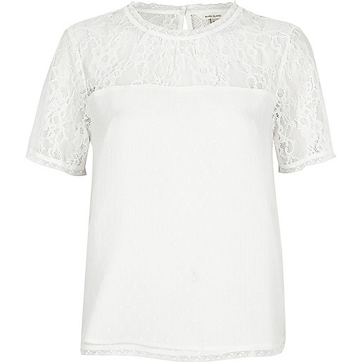 Weißes T-Shirt mit Spitzeneinsatz