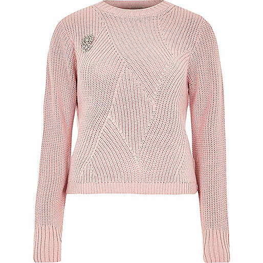 Pink ribbed knit jumper with brooch