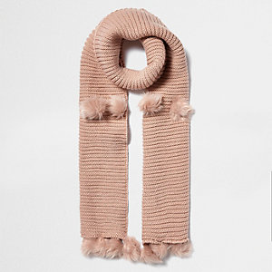 Lichtroze gebreide sjaal met pompons