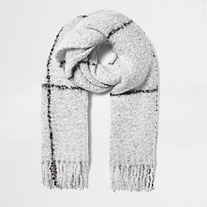 Grijze brede sjaal met groot ruitpatroon