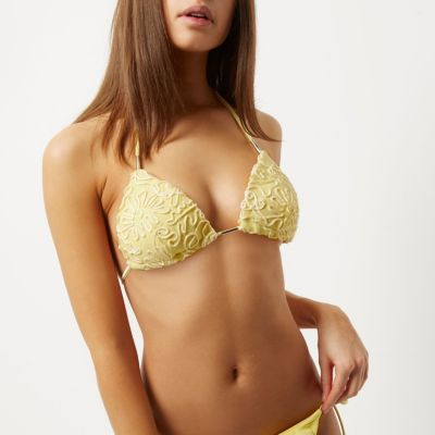 Gele voorgevormde triangel-bikinitop