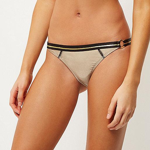 Bas de bikini doré avec anneau sur le côté