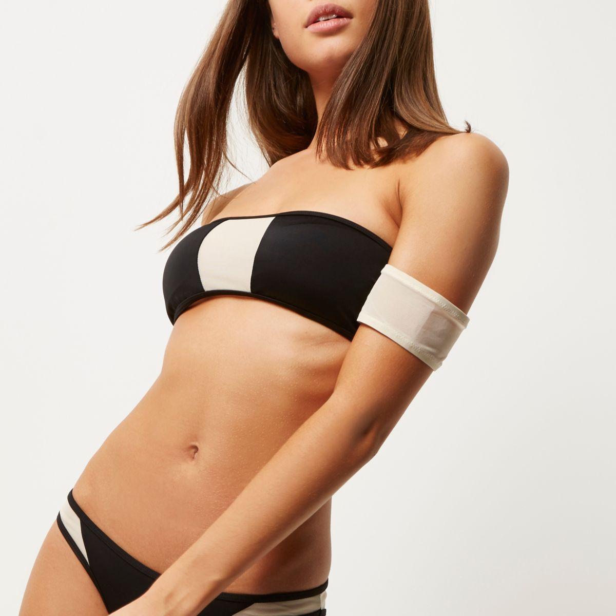 Zwarte bikinitop in bardotstijl met mesh inzetstukken