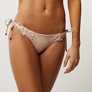 Bas de bikini string en dentelle rose