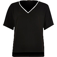 Black contrast V-neck T-shirt