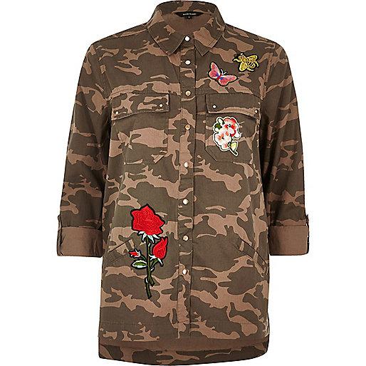 Veste-chemise motif camouflage marron à écussons