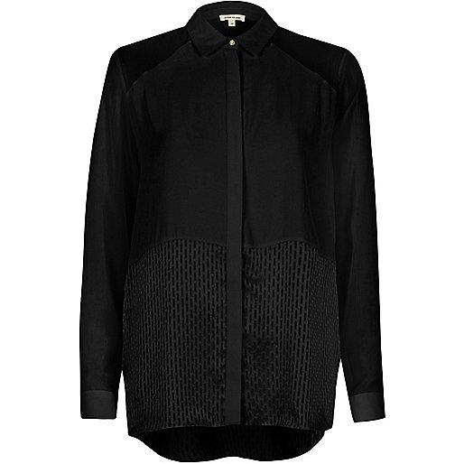 Chemise décontractée noire avec empiècement en tulle