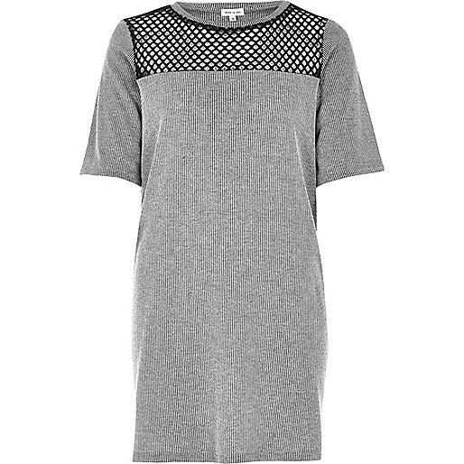 T-shirt gris avec empiècement en maille et coupe longue