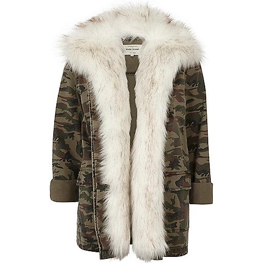 Veste imprimé camouflage kaki doublée de fausse fourrure style militaire