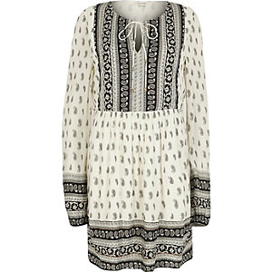 White long sleeve paisley print swing dress