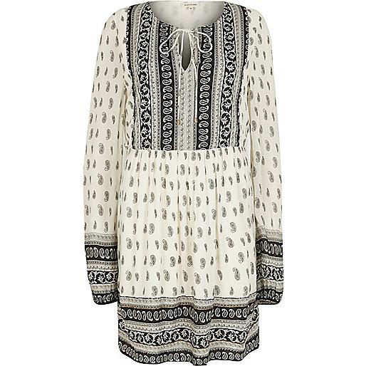 White long sleeve paisley print swing dress