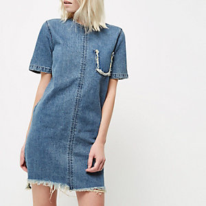 RI Petite - denim T-shirtjurk met blauwe wassing en rafels