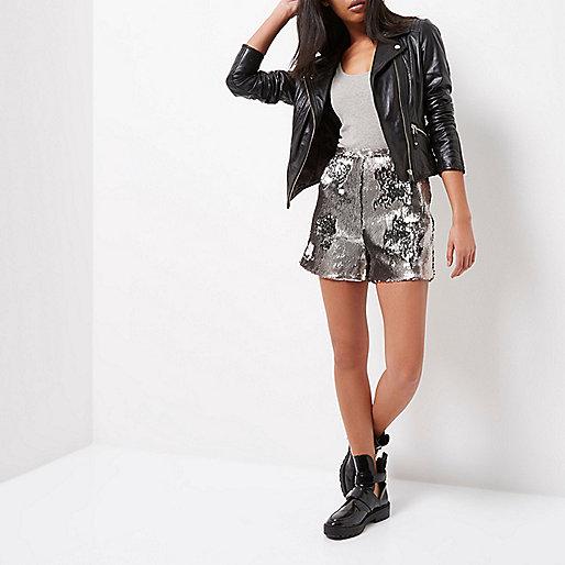 Shorts mit Pailletten in Silber