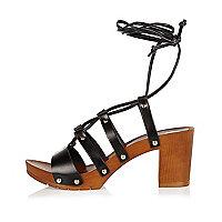 Sandales en cuir noir lacées façon sabots