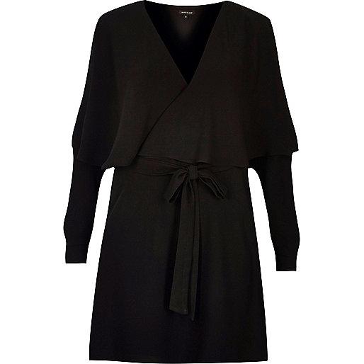Zwarte jurk met ruches en lange mouwen