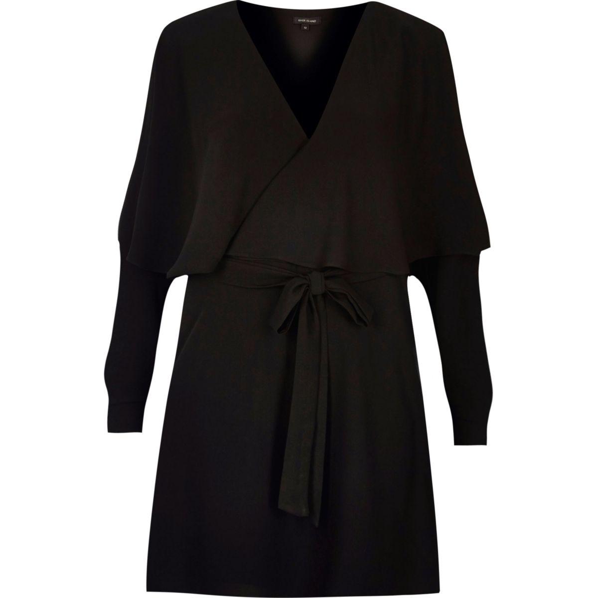 Schwarzes, langärmliges Kleid mit Rüschen