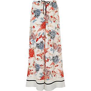 Weiße Pyjama-Hose mit weitem Bein und Blumenmuster