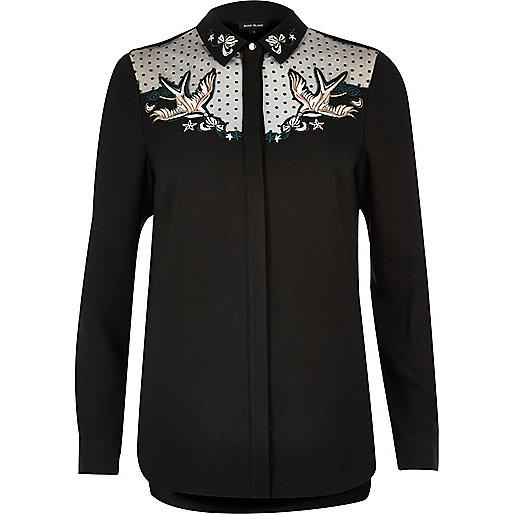 Chemise noire à col avec tulle et broderies hirondelles