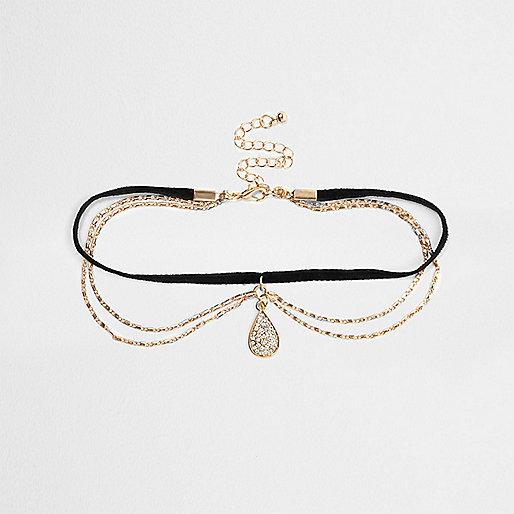 Goldfarbenes Halsband mit Anhänger