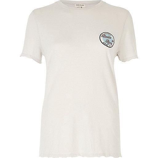 T-shirt gris à écusson et manches aspect usé