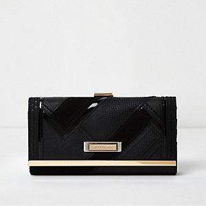 Zwarte portemonnee met lakleren details, klep en druksluiting