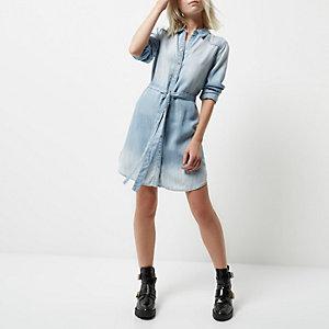 Petite – Hellblaues Blusenkleid mit geschnürter Taille