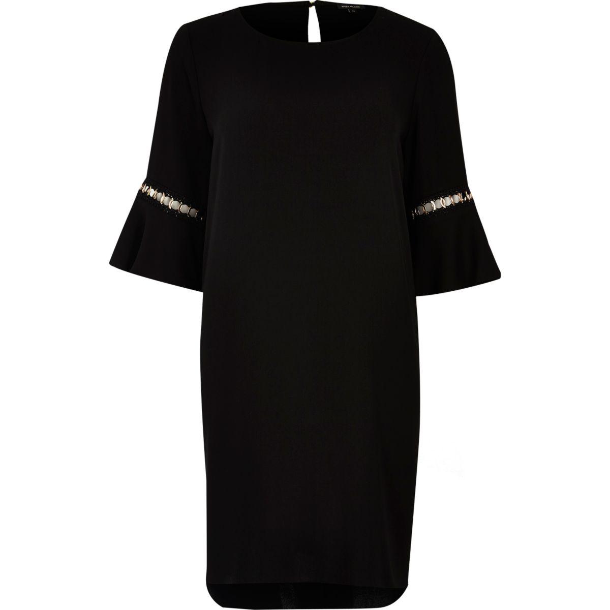 Robe trapèze noire à manches évasées